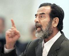 Саддам Хусейн в зале суда, фото Reuters