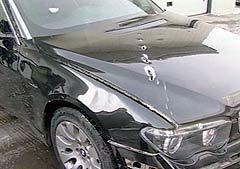 BMW Чубайса со следами обстрела, кадр НТВ, архив