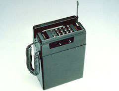 Один из первых мобильных телефонов. Фото с сайта bsu.edu