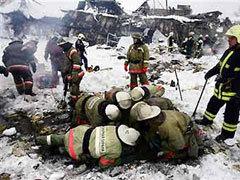 Спасатели на развалинах Басманного рынка. Фото AFP