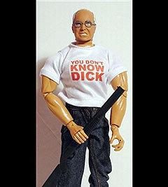 """""""Вы еще не знаете Дика!"""" - гласит надпись на футболке этой свирепого вида игрушки, изображающей американского вице-президента. Фото AFP"""