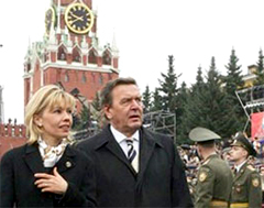 Шредер с Женой на во время визита в Москву, фото AFP