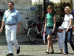 Семейство Герхарда Шредера на прогулке, кадр НТВ