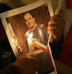 Сторонник Аугусто Пиночета. Фото AFP.