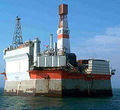 Нефтедобывающая платформа, фото с сайта sakhalinenergy.ru