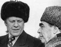 Джеральд Форд и Леонид Брежнев на встрече во Владивостоке в ноябре 1974 года. Фото с сайта wikimedia.org