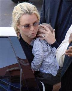 Бритни Спирс со старшим сыном Шоном Престоном, фото с сайта msn.com
