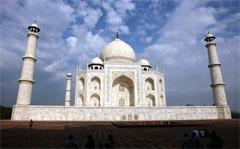Тадж-Махал, фото AFP. Кликните на картинке, чтобы посмотреть фотогалерею новых чудес света.