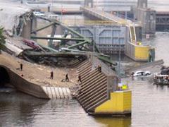 Фотогалерея: Обрушение моста в Миннеаполисе