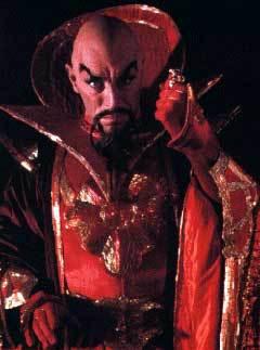 Макс фон Сюдов в роли императора Минга в фильме Flash Gordon (1980). Фото предоставлено erikssonstunnbrod.se с сайта wikipedia.org (чтобы посмотреть всю фотогалерею, кликните, пожалуйста, на картинку)
