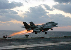 F-14 на взлете. Фото ВМС США