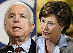 Джон Маккейн и Лора Буш (фотографии AFP)