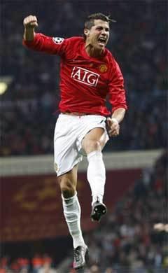 Криштиану Роналду празднует первый гол в матче. Фото AFP