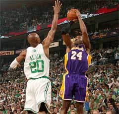 Коби Брайант против Рэя Аллена. Фото с официального сайта НБА