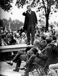 Теодор Рузвельт выступает на митинге. Фото с сайта kevinmurphy.com