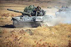 Колонна российских танков в зоне конфликта. Фото AFP