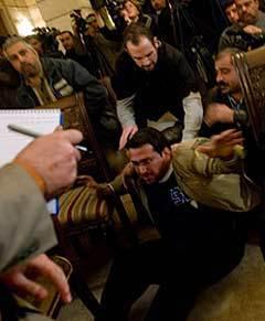 Мунтазер аль-Зайди. Фото (c)AFP