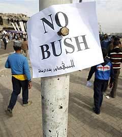 Демонстрация в связи с приездом Джорджа Буша в Ирак. Фото (c)AFP