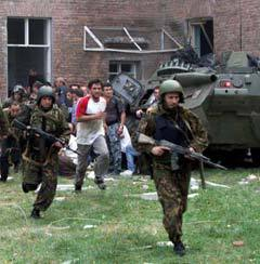 Штурм школы в Беслане. Архивное фото Reuters