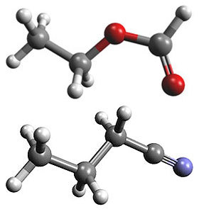 Шаростержневые модели этилформиата (вверху) и n-пропилцианида (внизу). Изображение с сайта mpg.de