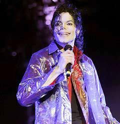 Майкл Джексон на последней репетиции. Фото <a href=http://lenta.ru/info/afp.htm>(c)AFP</a>