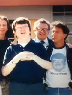 Ким Пик и Дастин Хоффман (крайний справа). Кадр из видеоролика, размещенного на YouTube