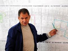 Сергей Шойгу у плана станции. Фото (c)AFP