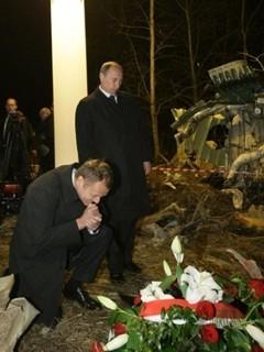 Дональд Туск и Владимир Путин на месте гибели Леха Качиньского. Фото (c)AFP