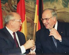 Михаил Горбачев и Гельмут Коль. Фото (с)ИТАР-ТАСС, архив