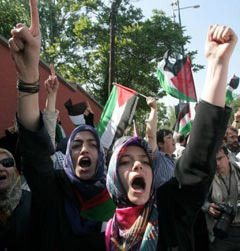 Акция протеста перед резиденцией посла Израиля в Анкаре. Фото (c)AFP
