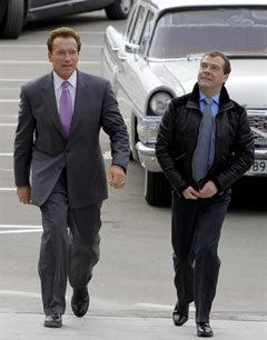Арнольд Шварценеггер и Дмитрий Медведев. Фото (c)AFP