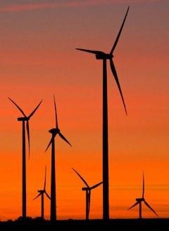 Ветропарк рядом с городом Эгельн в Германии. Фото AFP