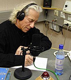 Сева Новгородцев в московской студии Би-би-си. Фото с сайта seva.ru