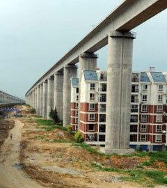 Строящаяся эстакада для высокоскоростных поездов в Китае. Фото (c)AFP