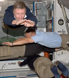 Планкинг в невесомости. Фото NASA Открыть фотогалерею
