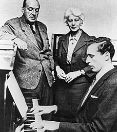 Владимир Набоков с женой и сыном, 60-е годы. Фото из архива ИТАР ТАСС
