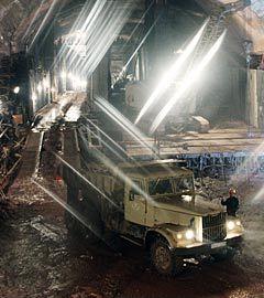 Строительство тоннеля первого яруса Рогунской ГЭС. Фото Юрия Машкова и Тухтамурада Рузиева из архива ИТАР-ТАСС