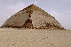 Ломаная пирамида. Фото Néfermaât/Wikicommons