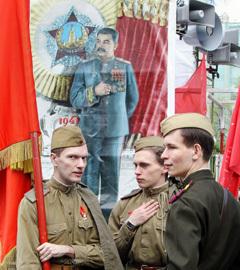 Участники шествия, посвященного Дню Победы, на одной из улиц в центре Москвы. Фото РИА Новости, Владимир Федоренко