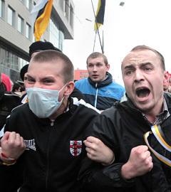 """Националисты на акции """"Марш миллионов"""" в Москве 15 сентября 2012. Фото ИТАР-ТАСС, Максим Шипенков"""