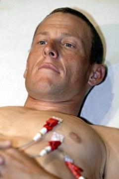 Лэнс Армстронг на медобследовании в 2004 году. Фото (c)AFP