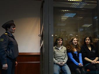 Pussy Riot в зале суда. Фото (c)AFP