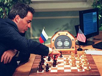Гарри Каспаров играет против компьютера IBM Deep Blue. Фото (c)AFP