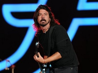 Дейв Грол на концерте Foo Fighters в Нью-Йорке 29 сентября 2012 года. Фото (c)AP
