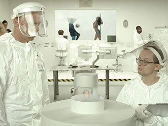 Кадр из ролика Paddy Power, рекламирующего устройство слежения за целомудрием футболистов