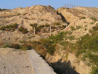 """Участок узбекско-таджикской границы в районе города Худжанда. Фото с сайта """"Фергана.Ру"""", архив"""