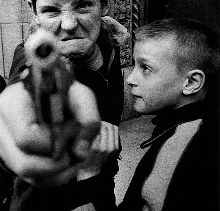 "Уильям Кляйн ""Нью-Йорк. 1955"". Оружие 1, 1955 г. Фото: William Klein"