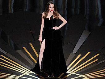 "Анджелина Джоли на церемонии вручения премии ""Оскар"". Фото (c)AFP"