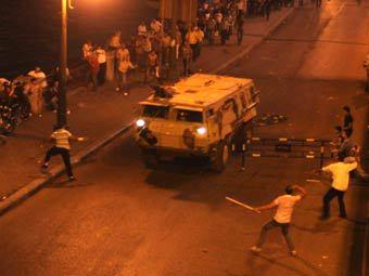 Во время ночных беспорядков в Каире. Фото (c)AFP