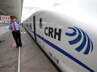 Скоростной поезд на вокзале в Шанхае. Фото (c)AFP